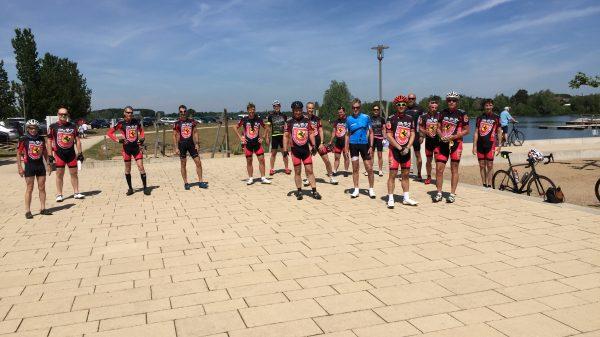 Gruppenfoto der Radfahrer an der Xantener Südsee